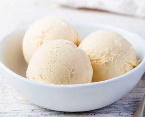 Vanille-ijs op custardbasis